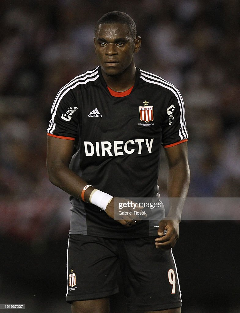 Zapata of Estudiantes during the match between River Plate and Estudiantes of Torneo Final 2013 on February 17, 2013 in Buenos Aires, Argentina.
