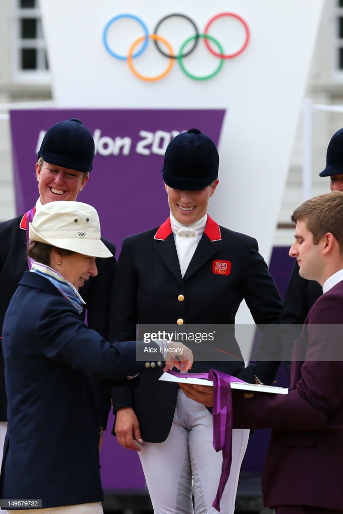 <a gi-track='captionPersonalityLinkClicked' href=/galleries/search?phrase=Zara+Phillips&family=editorial&specificpeople=161323 ng-click='$event.stopPropagation()'>Zara Phillips</a> is presented a silver medal by her mother, Princess Anne, Princess Royal after the Eventing Team Jumping Final Equestrian event on Day 4 of the London 2012 Olympic Games at Greenwich Park on July 31, 2012 in London, England.