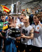 Zaragoza's players celebrates with his trophy after wining the King Cup final football match againts Real Madrid Barcelona's Olimpic Stadium 17 March...