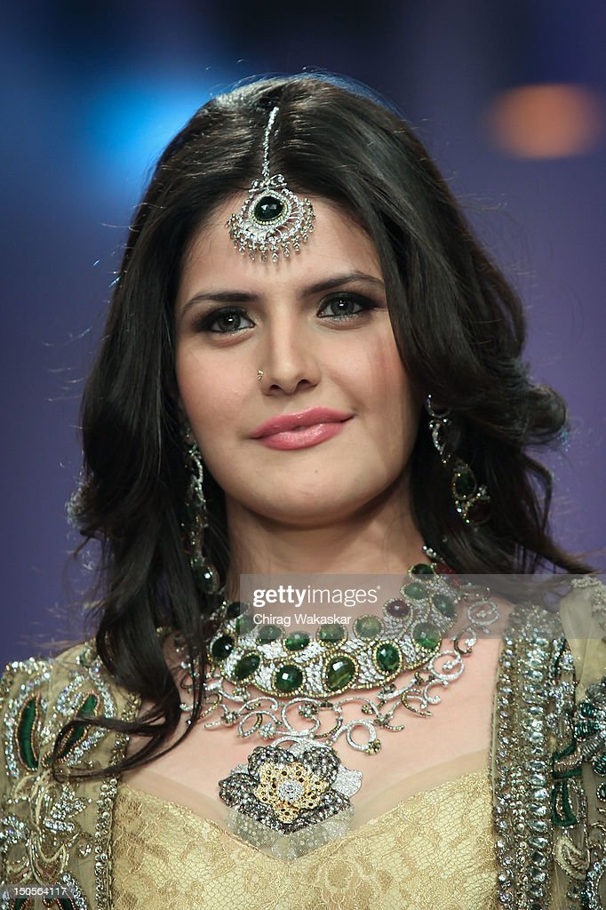 <a gi-track='captionPersonalityLinkClicked' href=/galleries/search?phrase=Zarine+Khan&family=editorial&specificpeople=6381777 ng-click='$event.stopPropagation()'>Zarine Khan</a> walks the runway in a YS18 Jewellery design at the India International Jewellery Week 2012 Day 3 at the Grand Hyatt on on August 21, 2012 in Mumbai, India.
