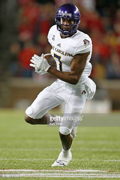 Zay Jones of the East Carolina Pirates carries the ball during the game against the Cincinnati Bearcats at Nippert Stadium on October 22 2016 in...
