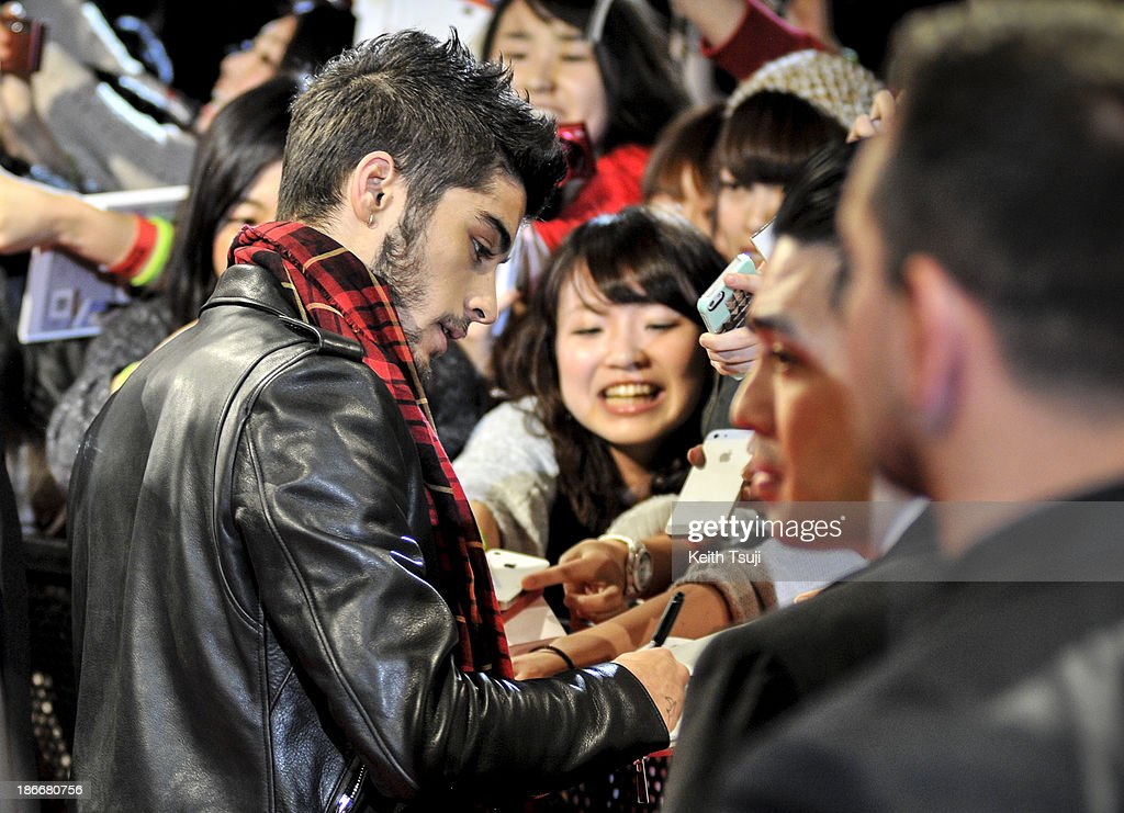 <a gi-track='captionPersonalityLinkClicked' href=/galleries/search?phrase=Zayn+Malik&family=editorial&specificpeople=7298822 ng-click='$event.stopPropagation()'>Zayn Malik</a> of One Direction meets Japanese fans to promote 'The 1Derland: THIS IS US' on November 3, 2013 in Chiba, Japan.