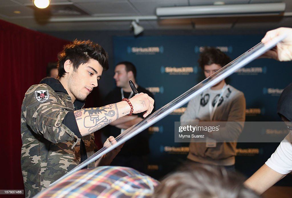 <a gi-track='captionPersonalityLinkClicked' href=/galleries/search?phrase=Zayn+Malik&family=editorial&specificpeople=7298822 ng-click='$event.stopPropagation()'>Zayn Malik</a> of One Direction visits SiriusXM's 'Artist Confidential' Series at SiriusXM Studios on December 7, 2012 in New York City.