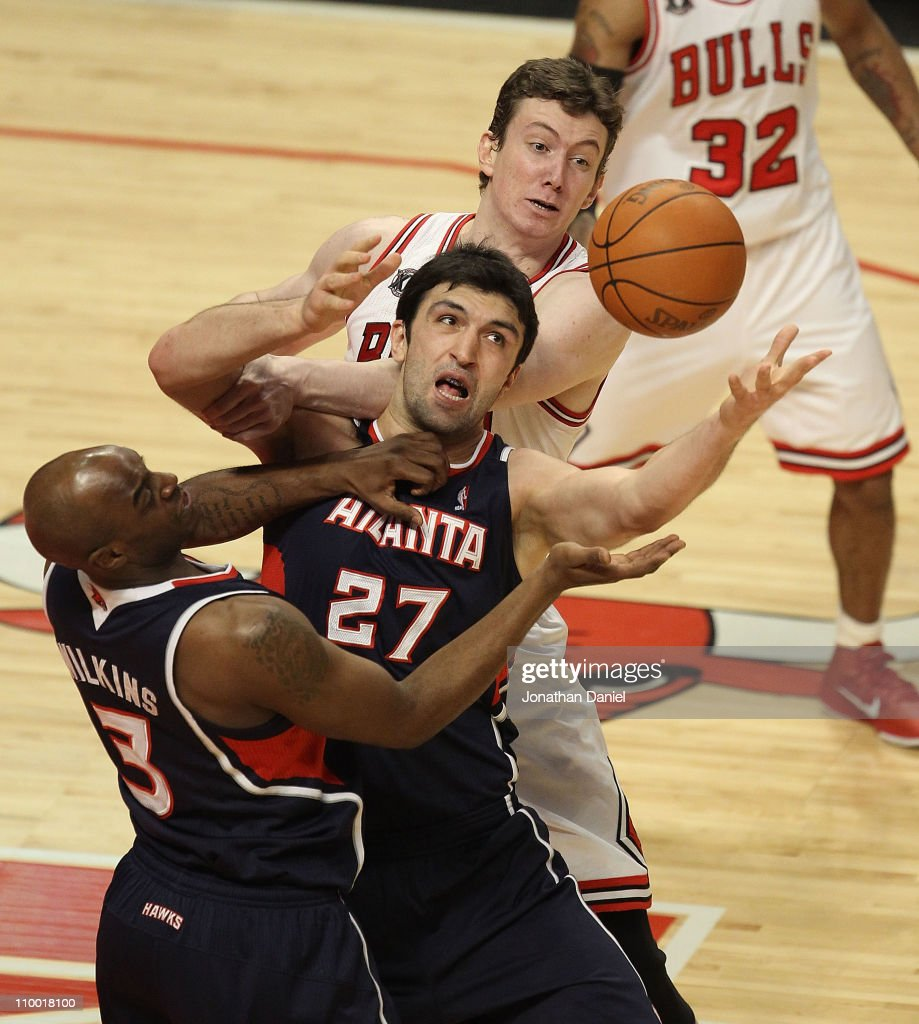 <a gi-track='captionPersonalityLinkClicked' href=/galleries/search?phrase=Zaza+Pachulia&family=editorial&specificpeople=202939 ng-click='$event.stopPropagation()'>Zaza Pachulia</a> #27 and <a gi-track='captionPersonalityLinkClicked' href=/galleries/search?phrase=Damien+Wilkins&family=editorial&specificpeople=204651 ng-click='$event.stopPropagation()'>Damien Wilkins</a> #3 of the Atlanta Hawks try to control the ball in front of Omer Asik #3 of the Chicago Bulls at the United Center on March 11, 2011 in Chicago, Illinois.