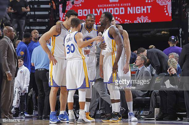 Zaza Pachulia Kevin Durant Stephen Curry Draymond Green and Klay Thompson of the Golden State Warriors huddle up during the game against the...
