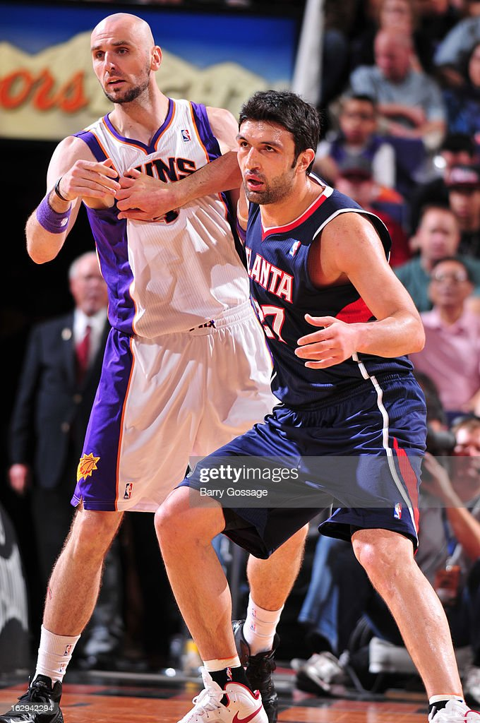 Zaza Pachulia #27 of the Atlanta Hawks fights for position with Marcin Gortat #4 of the Phoenix Suns on March 1, 2013 at U.S. Airways Center in Phoenix, Arizona.