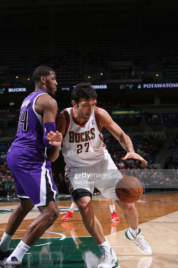 Zaza Pachulia #27 of the Milwaukee Bucks handles the ball against Jason Thompson #34 of the Sacramento Kings on March 5, 2014 at the BMO Harris Bradley Center in Milwaukee, Wisconsin.