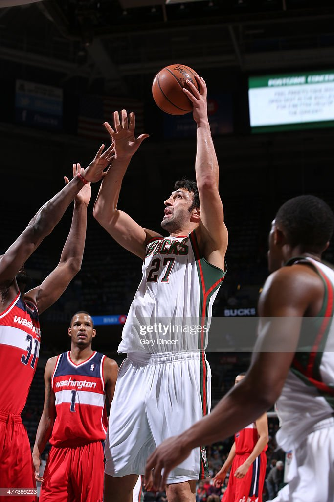Zaza Pachulia #27 of the Milwaukee Bucks shoots against Chris Singleton #31 of the Washington Wizards on March 8, 2014 at the BMO Harris Bradley Center in Milwaukee, Wisconsin.