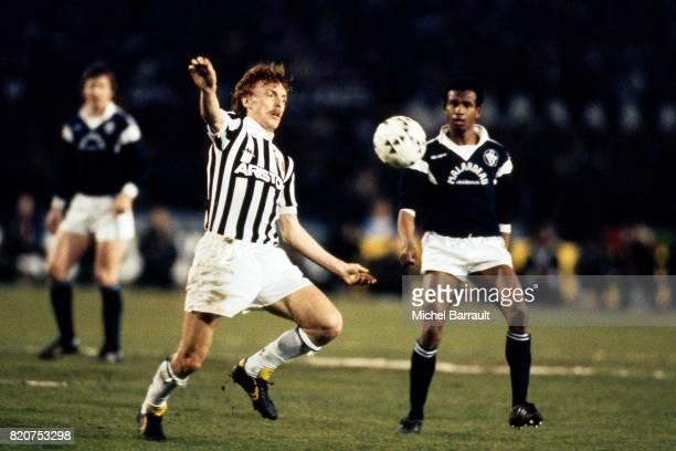 Zbigniew BONIEK / Jean TIGANA Juventus Turin / Bordeaux 1/2 finale aller Coupe d'Europe des Clubs Champions Stadio Communale