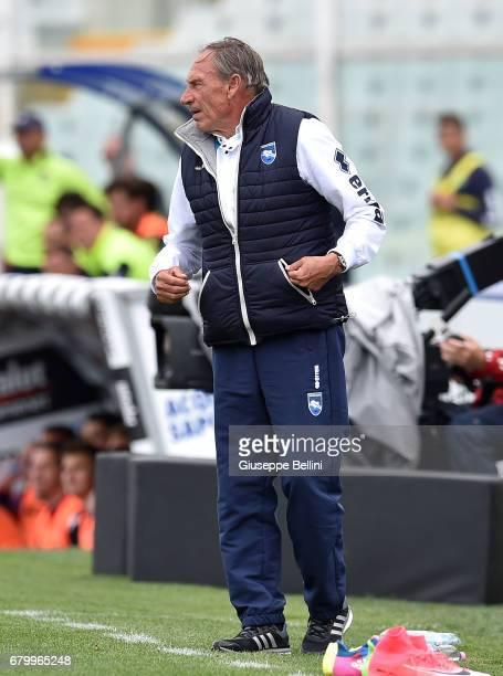 Zdenek Zeman head coach of Pescara Calcio during the Serie A match between Pescara Calcio and FC Crotone at Adriatico Stadium on May 7 2017 in...