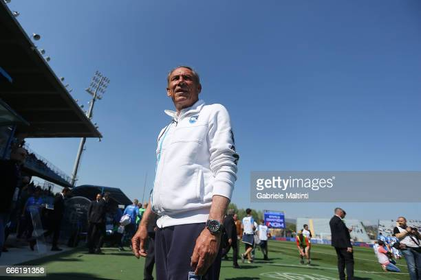 Zdenek Zeman manager of Pescara Calcio looks on during the Serie A match between Empoli FC and Pescara Calcio at Stadio Carlo Castellani on April 8...