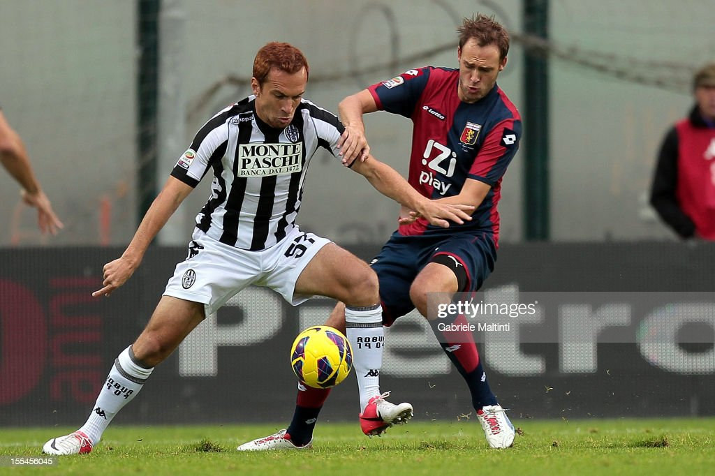 Ze' Eduardo of AC Siena fights for the ball with <a gi-track='captionPersonalityLinkClicked' href=/galleries/search?phrase=Andreas+Granqvist&family=editorial&specificpeople=3016250 ng-click='$event.stopPropagation()'>Andreas Granqvist</a> of Genoa CFC during the Serie A match between AC Siena and Genoa CFC at Stadio Artemio Franchi on November 4, 2012 in Siena, Italy.