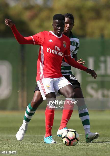 Ze Gomes of SL Benfica B with Fidel Escobar of Sporting CP B in action during the Segunda Liga match between Sporting CP B and SL Benfica B at CGD...