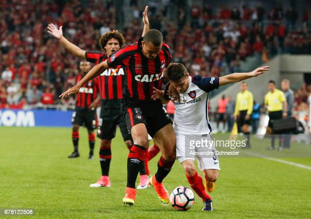 Ze Ivaldo of Atletico PR and Bautista Merlini of San Lorenzo and Thiago Maia of Atletico PR in action during the match between Atletico PR of Brazil...