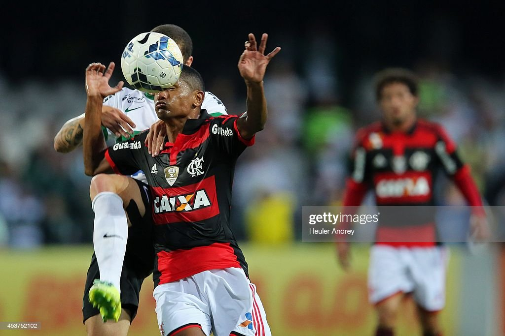 Ze Rafael of Coritiba competes for the ball with <a gi-track='captionPersonalityLinkClicked' href=/galleries/search?phrase=Marcio+Araujo&family=editorial&specificpeople=824782 ng-click='$event.stopPropagation()'>Marcio Araujo</a> of Flamengo during the match between Coritiba and Flamengo for the Brazilian Series A 2014 at Couto Pereira stadium on August 17, 2014 in Curitiba, Brazil.