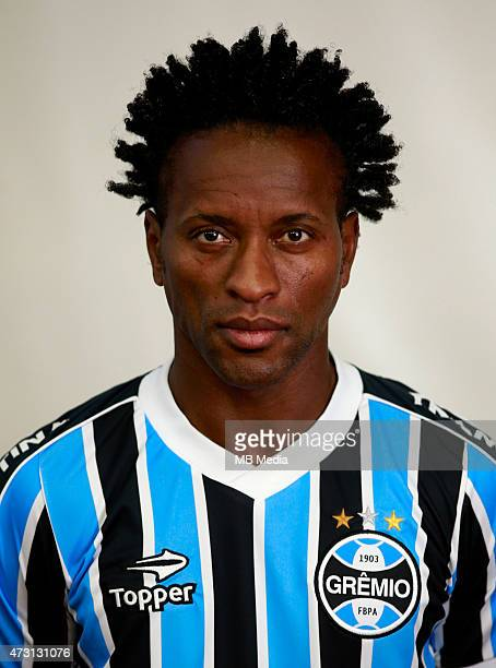 Ze Roberto of Gremio FootBall Porto Alegrense poses during a portrait session on August 14 2014 in Porto AlegreBrazil