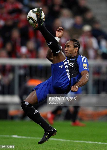 Ze Roberto of Hamburg plays the ball during the Bundesliga match between FC Bayern Muenchen and Hamburger SV at Allianz Arena on February 28 2010 in...