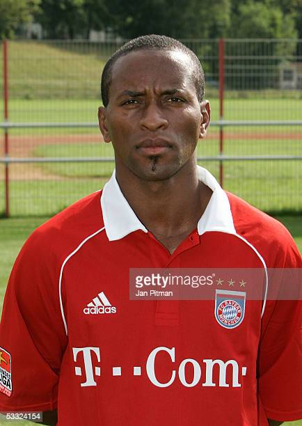 Ze Roberto poses for photographers during the team presentation of FC Bayern Munich on August 1 2005 in Munich Germany