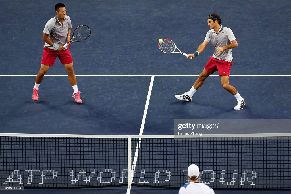 Ze Zhang (L) of China and <a gi-track='captionPersonalityLinkClicked' href=/galleries/search?phrase=Roger+Federer&family=editorial&specificpeople=157480 ng-click='$event.stopPropagation()'>Roger Federer</a> (R) of Switzerland play Kevin Anderson of South Africa and Dmitry Tursunov of Russia during day one of the Shanghai Rolex Masters at the Qi Zhong Tennis Center on October 7, 2013 in Shanghai, China.