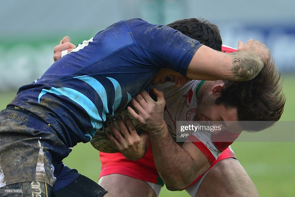 Zebre's fullback Paolo Buso (L) vies with Biarritz's fullback Marcelo Bosch during the European Rugby Union H Cup match Zebre Parme vs Biarritz Olympique at the XXV Aprile stadium in Parma on January 12, 2013.