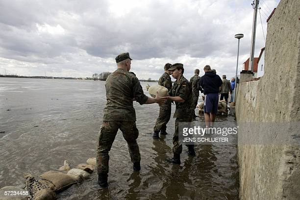 German soldiers build a dike with sandbgs to prevent a possible flood caused by the Elbe River 02 April 2006 in Zeithain eastern Germany The Elbe...