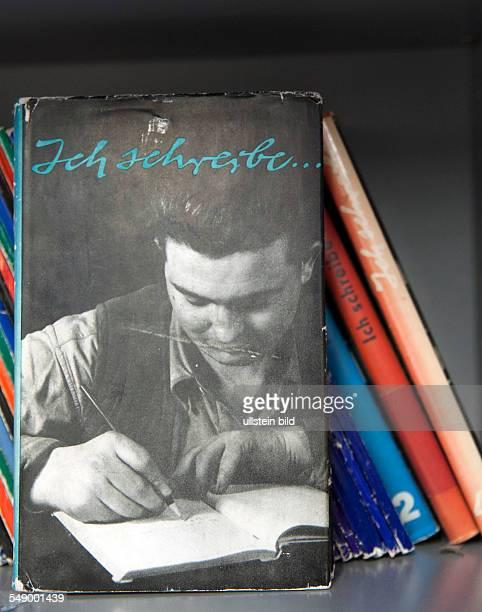 Zeitschrift 'Ich schreibe' eine Zeitschrift für die Zirkel Schreibender Arbeiter herausgegeben vom Zentralhaus für Kulturarbeit aufgenommen im Archiv...
