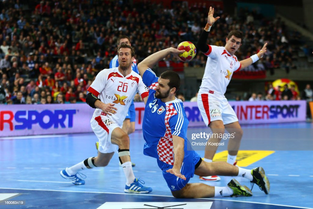 Zeljko Musa of Croatia (C) scores a goal against <a gi-track='captionPersonalityLinkClicked' href=/galleries/search?phrase=Kasper+Nielsen&family=editorial&specificpeople=663024 ng-click='$event.stopPropagation()'>Kasper Nielsen</a> of Denmark (L) during Men's Handball World Championship 2013 semi final match between Denmark and Croatia at Palau Sant Jordi on January 25, 2013 in Barcelona, Spain.