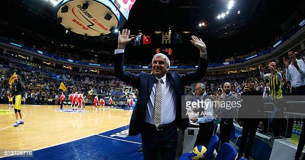 Zeljko Obradovic Head Coach of Fenerbahce Istanbul in action during the 20152016 Turkish Airlines Euroleague Basketball Top 16 Round 9 game between...