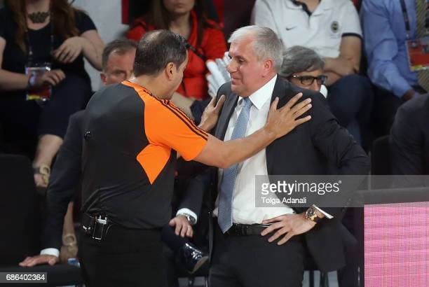 Zeljko Obradovic Head Coach of Fenerbahce Istanbul in action with the refree during the Championship Game 2017 Turkish Airlines EuroLeague Final Four...