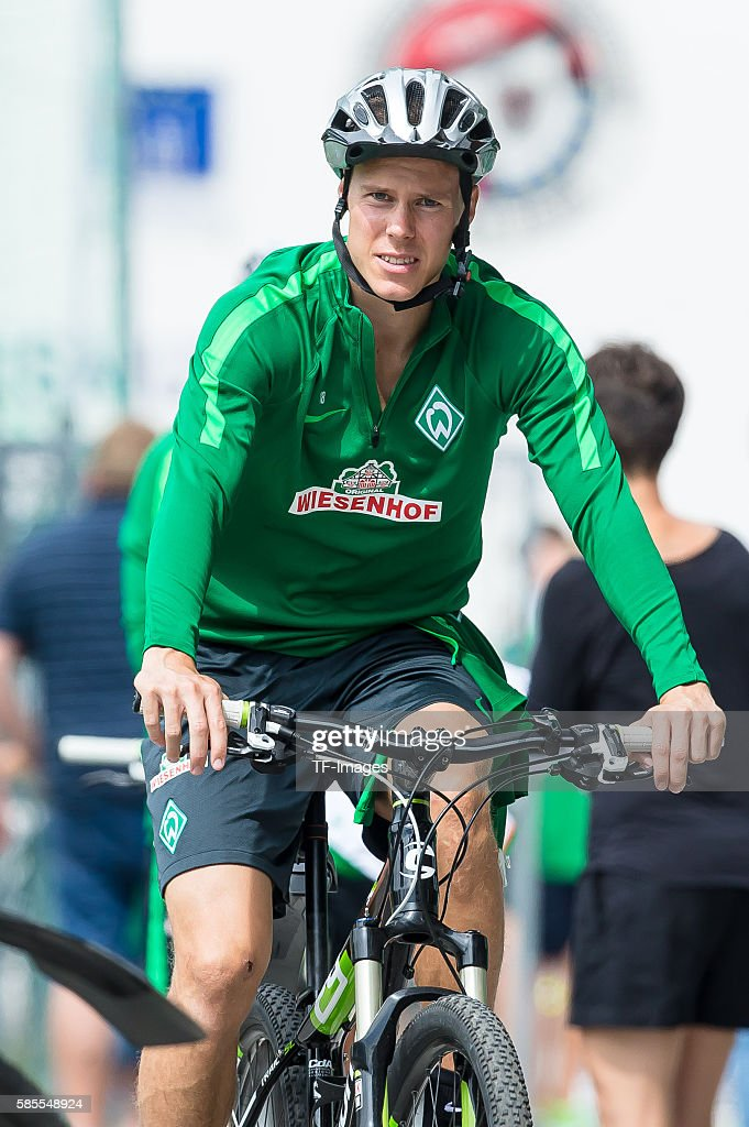 Zell am Ziller, Oesterreich, , Trainingslager SV Werder Bremen, Niklas Moisander