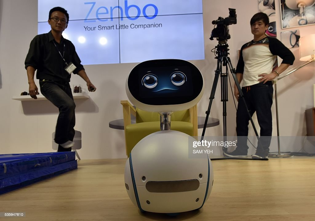 Zenbo robot proforms during the annual Computex computer exhibition on May 31, 2016. More then 5,000 booths from thirty countries take part in COMPUTEX Show between May 31 to June 4. / AFP / SAM YEH