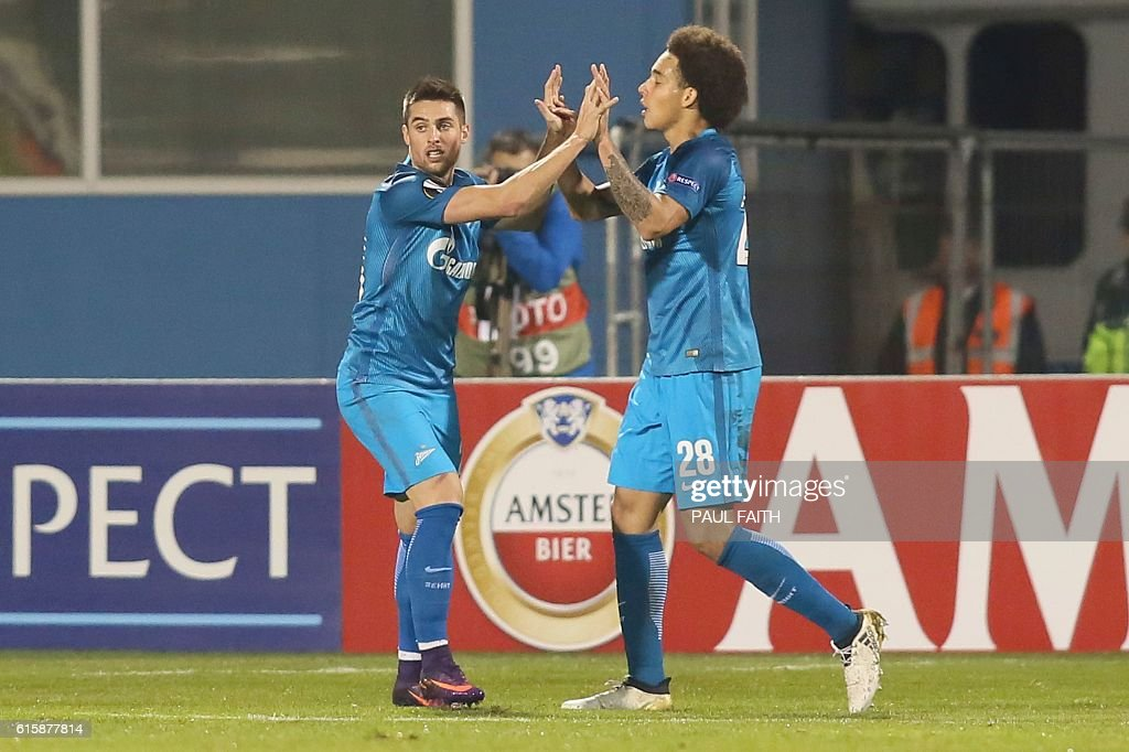 Zenit St Petersburg's Slovakian midfielder Robert Mak (L) celebrates with Zenit St Petersburg's Belgian midfielder Axel Witsel (R) after scoring their first goal to equalise 1-1 during the UEFA Europa League group D football match between Dundalk and Zenit Saint Petersburg at Tallaght Stadium in Dublin on October 20, 2016. / AFP / PAUL