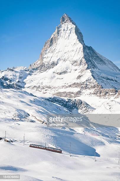 Zermatt Mountain Train und schneebedeckte Matterhorn