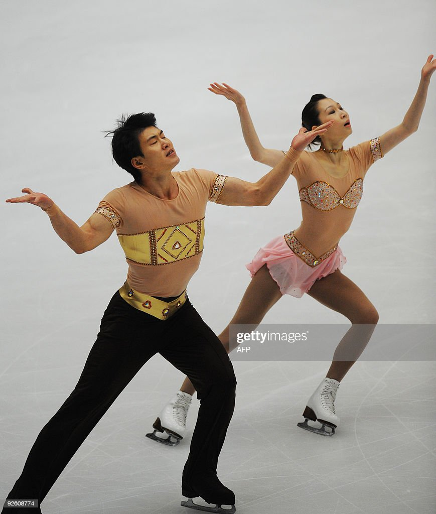 Zhang Dan (R) and Hao Zhang of China perform in the Pairs Free Skating during the ISU Grand Prix of Figure Skating 2009/2010 in Beijing on October 31, 2009. Shen Xue and Zhao Hongbo of China won the gold medal. AFP PHOTO/WANG ZHAO