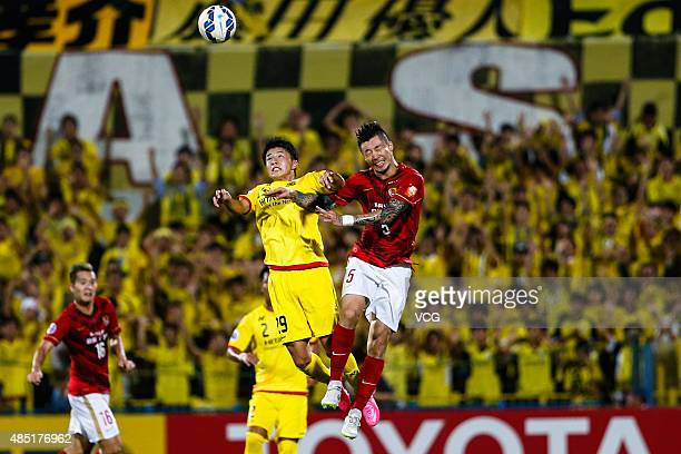 Zhang Linpeng of Guangzhou Evergrande and Yuta Nakayama of Kashiwa Reysol compete for the ball during the AFC Champions League quarterfinal football...