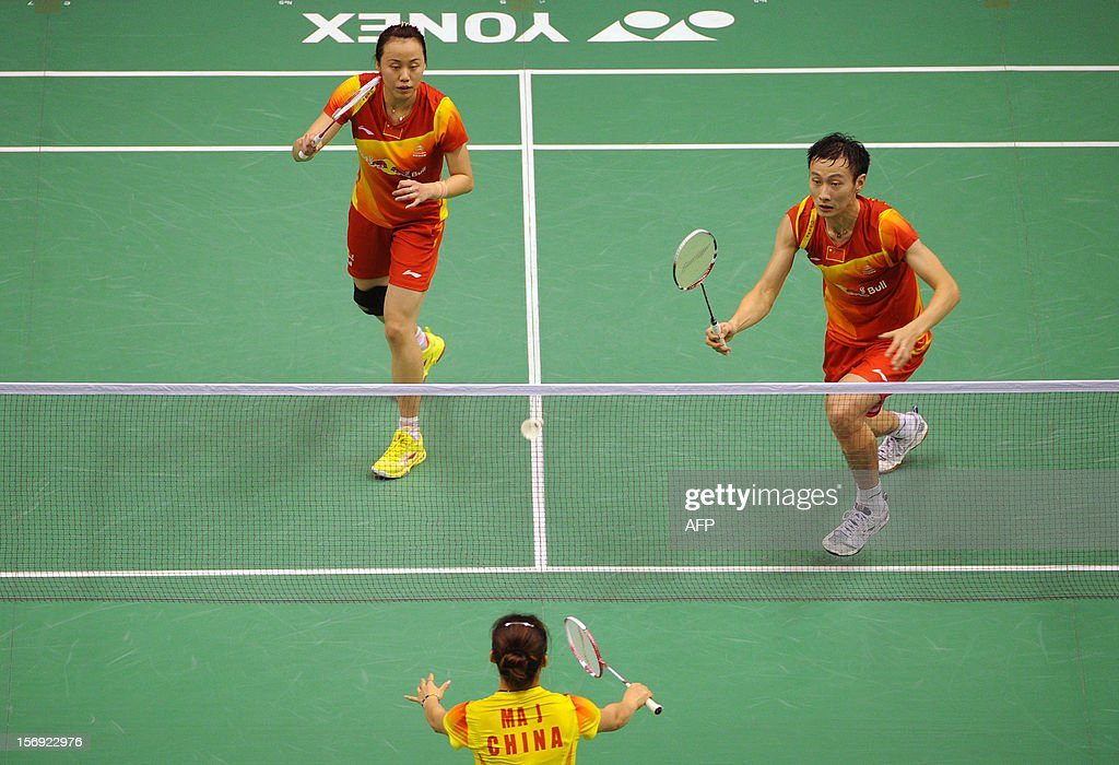 Zhang Nan (R) and Zhao Yunlei (L) of China compete against their compatriots Xu Chen and Ma Jin (lower) in the mixed doubles final at the Hong Kong Open badminton tournament on November 25, 2012. AFP PHOTO / Dale de la Rey