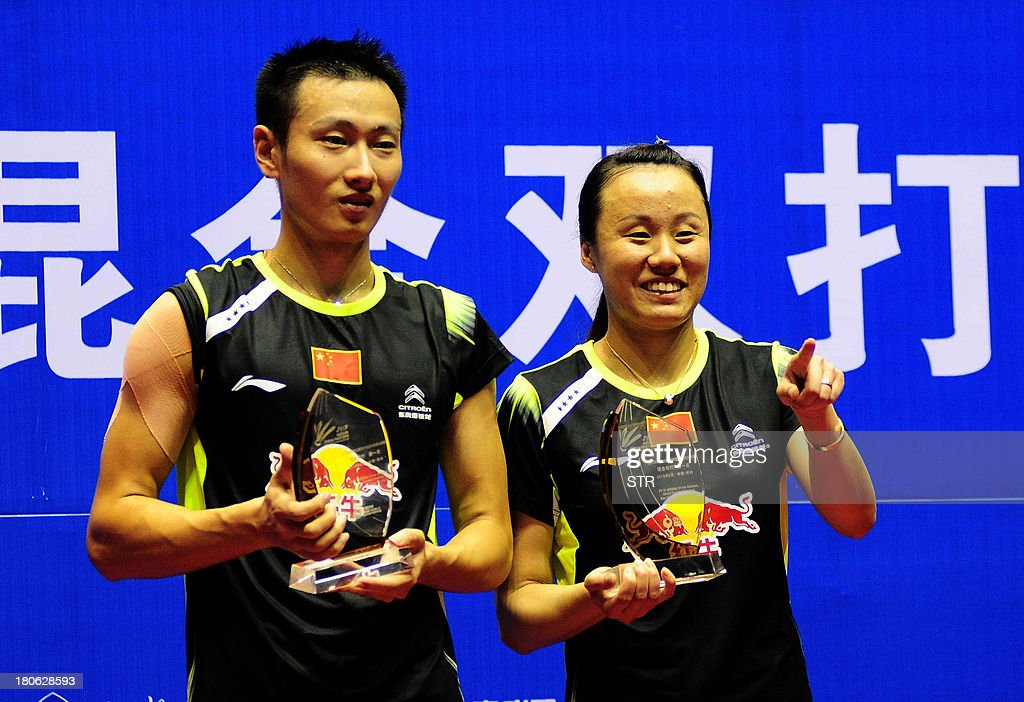 Zhang Nan (L) and Zhao Yunlei of China pose with their trophies during the award ceremony after beating Yoo Yeon Seong and Eom Hye Won of South Korea in the mixed doubles final match of the 2013 China Masters in Changzhou, east China's Jiangsu province on September 15, 2013. Zhang and Zhao won 21-18, 21-12. CHINA OUT AFP PHOTO