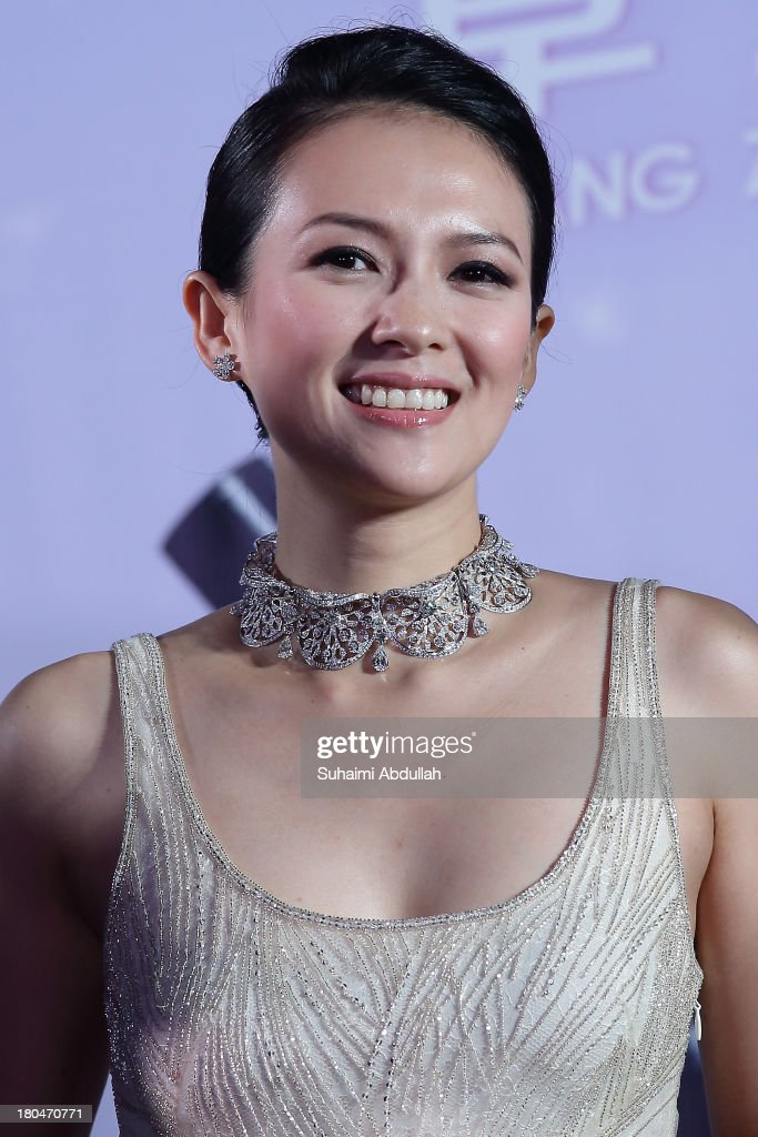 <a gi-track='captionPersonalityLinkClicked' href=/galleries/search?phrase=Zhang+Ziyi&family=editorial&specificpeople=172013 ng-click='$event.stopPropagation()'>Zhang Ziyi</a> attends the red carpet event during the gala premiere of 'My Lucky Star' at The Shoppes at Marina Bay Sands on September 13, 2013 in Singapore.