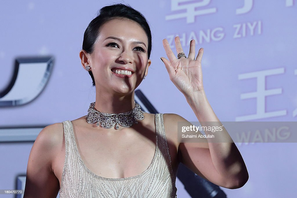 <a gi-track='captionPersonalityLinkClicked' href=/galleries/search?phrase=Zhang+Ziyi&family=editorial&specificpeople=172013 ng-click='$event.stopPropagation()'>Zhang Ziyi</a> waves to her fans during the gala premiere of 'My Lucky Star' at The Shoppes at Marina Bay Sands on September 13, 2013 in Singapore.
