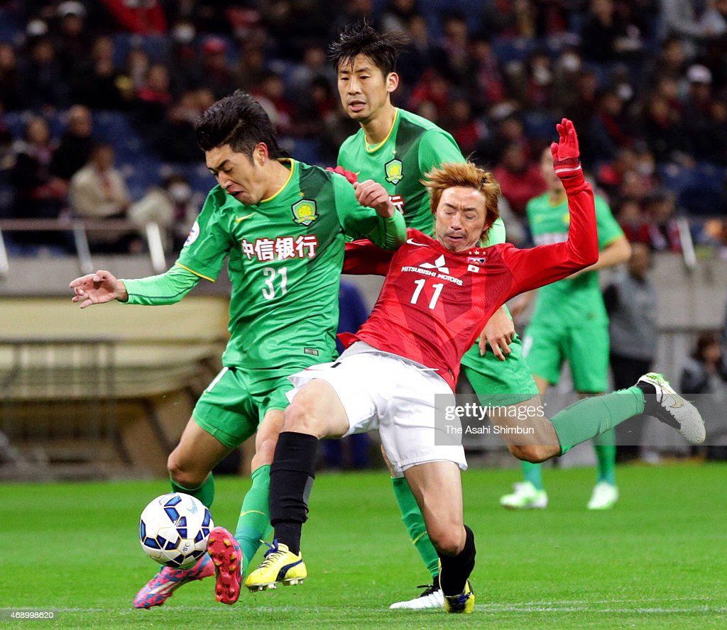 Zhao Hejing #31 of Beijing Guoan (L) and <a gi-track='captionPersonalityLinkClicked' href=/galleries/search?phrase=Naoki+Ishihara&family=editorial&specificpeople=6849862 ng-click='$event.stopPropagation()'>Naoki Ishihara</a> #11 of Urawa Red Diamonds compete for the ball during the AFC Champions League Group G match between Urawa Red Diamonds and Beijing Guoan at Saitama Stadium on April 8, 2015 in Saitama, Japan.