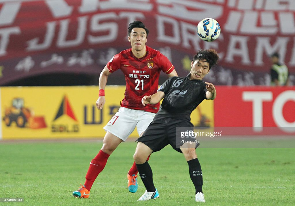 <a gi-track='captionPersonalityLinkClicked' href=/galleries/search?phrase=Zhao+Xuri&family=editorial&specificpeople=596391 ng-click='$event.stopPropagation()'>Zhao Xuri</a> of Guangzhou Evergrande competes the ball with Kim Sung Joon of Seongnam FC during the AFC Champions League Round of 16 match between Guangzhou Evergrande v Seongnam FC and at Guangzhou Tianhe Sport Center on May 27, 2015 in Guangzhou, China.