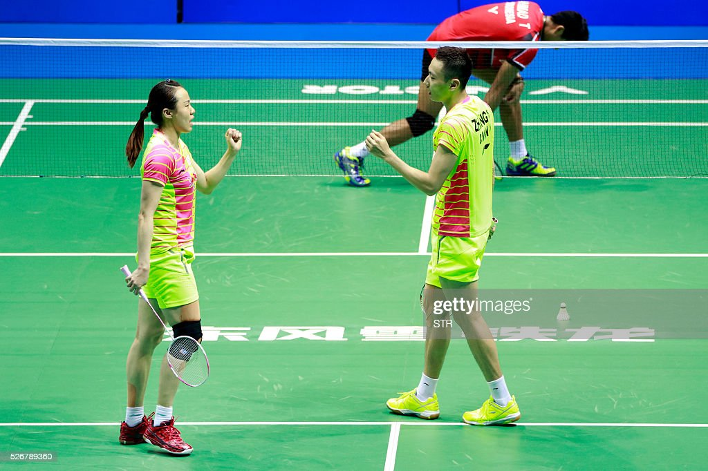 Zhao Yunlei (L) and Zhang Nan of China celebrate after winning the mixed doubles final match against Tontowi Ahmad and Liliyana Natsir of India at the 2016 Badminton Asia Championships in Wuhan, central China's Hubei province on May 1, 2016. / AFP / STR / China OUT