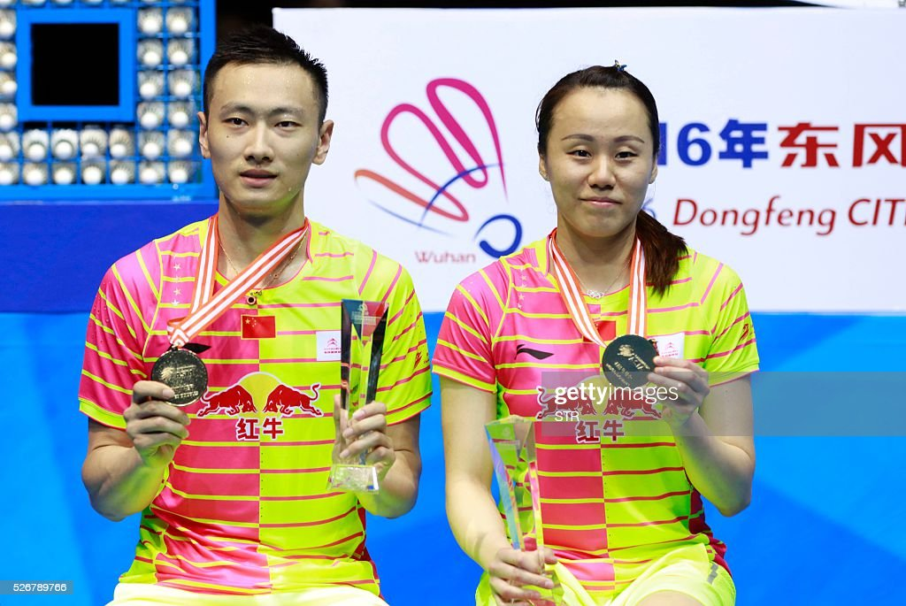 Zhao Yunlei (R) and Zhang Nan of China pose with their gold medals on the podium after winning the mixed doubles final match against Tontowi Ahmad and Liliyana Natsir of India at the 2016 Badminton Asia Championships in Wuhan, central China's Hubei province on May 1, 2016. / AFP / STR / China OUT