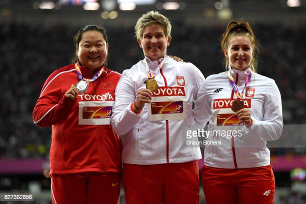 Zheng Wang of China silver Anita Wlodarczyk of Poland gold and Malwina Kopron of Poland pose with their medals for the Women's Hammer final during...