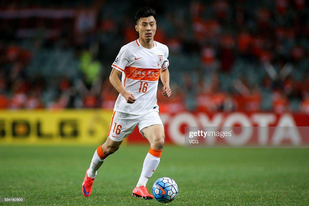 Zheng Zheng #16 of Shandong Luneng drives the ball during the AFC Champions League match between Sydney and Shandong Luneng at Allianz Stadium on May 25, 2016 in Sydney, Australia.