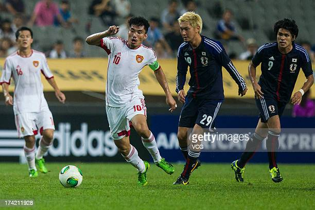 Zheng Zhi of China and Yojiro Takahagi of Japan battle for the ball during the EAFF East Asian Cup match between Japan and China at Seoul World Cup...