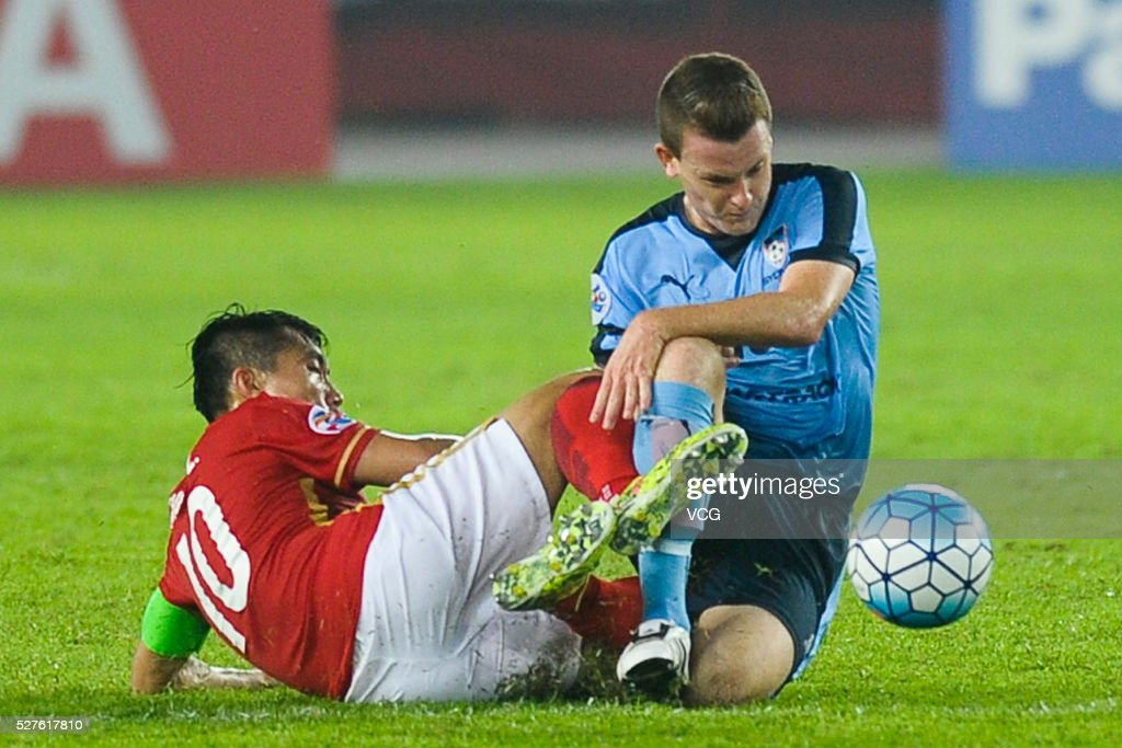 Zheng Zhi #10 of Guangzhou Evergrande and Brandon O'Neill #13 of Sydney FC compete for the ball during the AFC Asian Champions League match between Guangzhou Evergrande FC and Sydney FC at Tianhe Stadium on May 3, 2016 in Guangzhou, China.