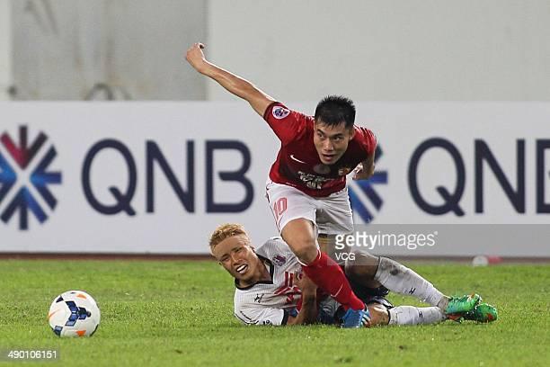 Zheng Zhi of Guangzhou Evergrande and Ryo Nagai of Cerezo Osaka battle for the ball during the AFC Asian Champions League 2014 Round of 16 match...