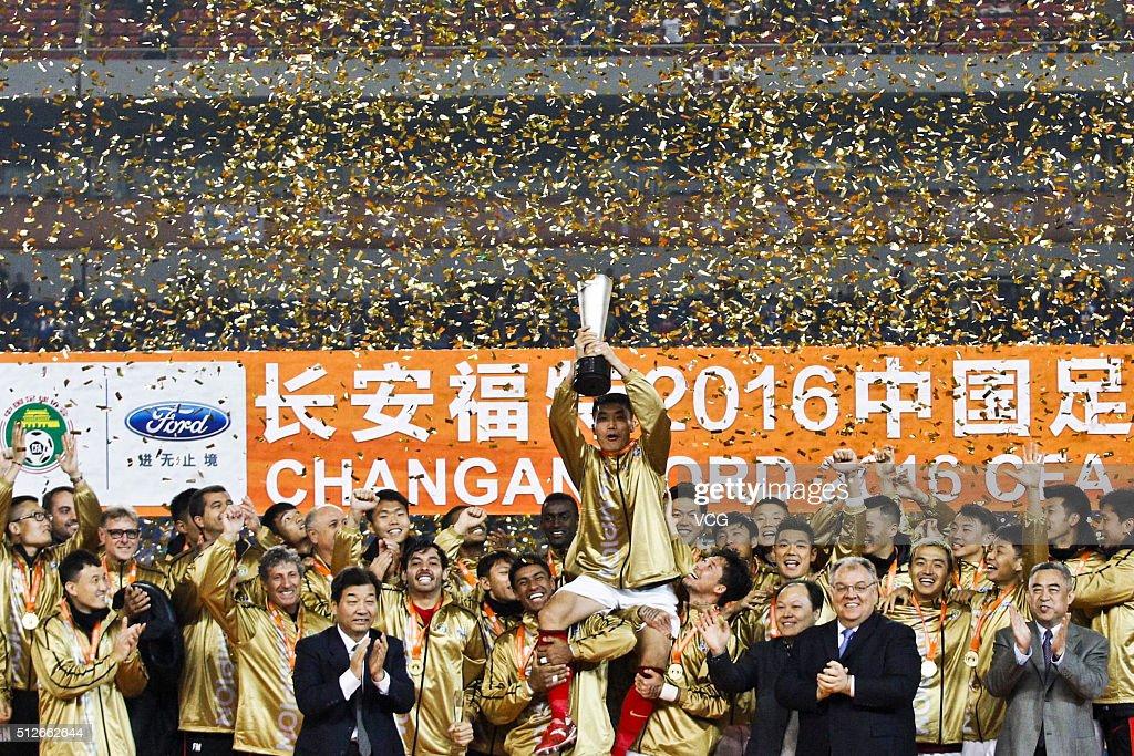 Zheng Zhi of Guangzhou Evergrande celebrates with teammates on award ceremony as the Guangzhou Evergrande wins Jiangsu Suning during the 2016 CFA...