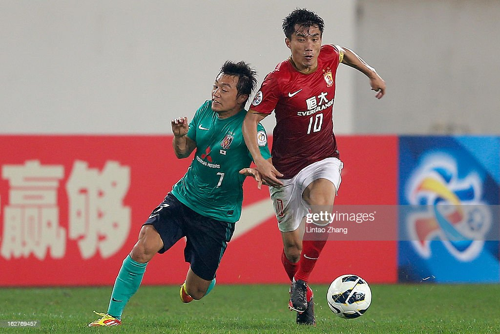 <a gi-track='captionPersonalityLinkClicked' href=/galleries/search?phrase=Zheng+Zhi&family=editorial&specificpeople=587776 ng-click='$event.stopPropagation()'>Zheng Zhi</a> (R) of Guangzhou Evergrande challenges Tsukasa Umesaki of Urawa Red Diamonds during the AFC Champions League Group F match between Guangzhou Evergrande and Urawa Red Diamonds at Tianhe Stadium on February 26, 2013 in Guangzhou, China.